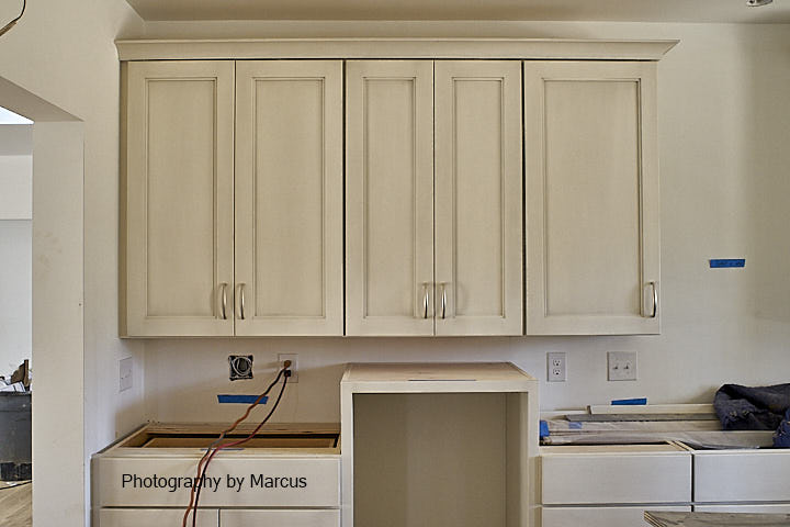Kitchen Cabinets with Hardware